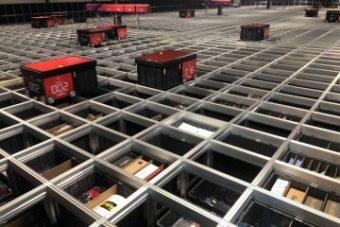 Et AutoStore-robotlager hos Billig-arbejdstøj.dk